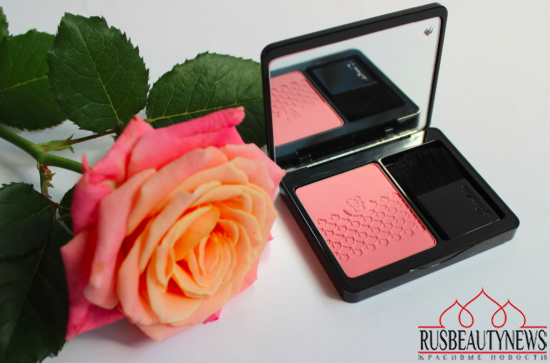 Guerlain Rose Aux Joues 01 Morning Rose Blush Review look5