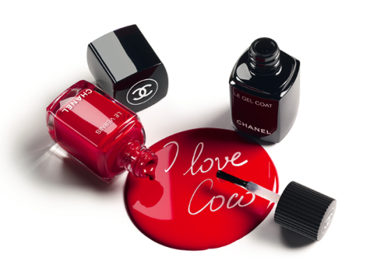 Chanel Le Vernis Nail Collection look1